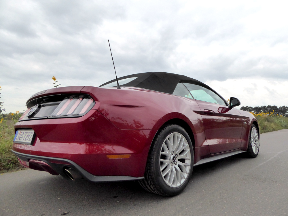 cabrio fahren im herbst testfahrten mit dem ford mustang gt. Black Bedroom Furniture Sets. Home Design Ideas
